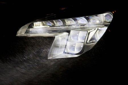 Opel разработал интеллектуальные светодиодное фары