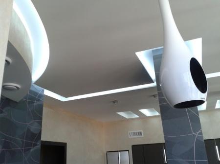 Светодиодное освещение потолочных ниш на кухне.