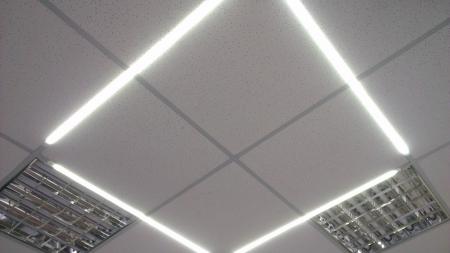 Освещение на подвесном потолке Армстронг.