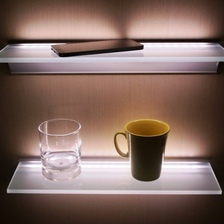 Алюминиевый профиль для стеклянных полок.